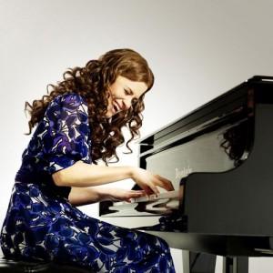 Katie-Brayben-as-Carole-King-photo-Uli-Weber-LOW-RES-300x300