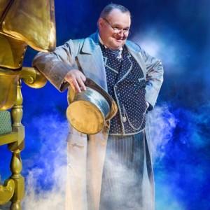 Wicked London_Tom McGowan as The Wizard_Photo by Matt Crockett_9457_RT